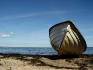 Der gestrandete Fischer Tonkaakes, fand auf einer Insel die nachfahrin seines verschollenen Onkels wieder