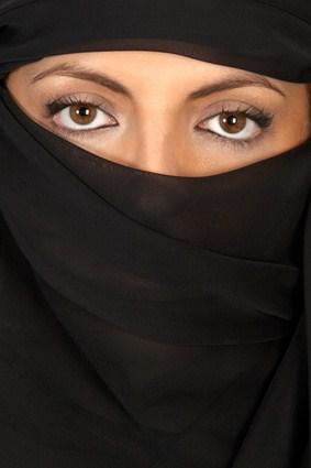 Belgien verbietet das Burka-Tragen in der Öffentlichkeit.