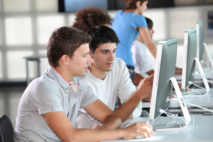 76% der Internetnutzer sind in mindestens einer Community angemeldet