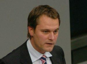 Daniel Bahr verteidigt Steuersenkungspläne