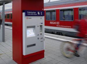 Mehr Service für Bahnreisende: Wieder Schaffner in vielen Regionalbahnen.