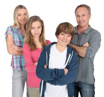 Teenager orientieren sich an den eigenen Eltern bei den Geschlechterrollen.