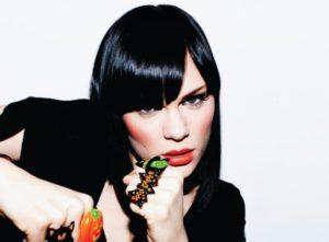 Sängerin Jessie J findet die Brüste von Jessie J sehr schön.