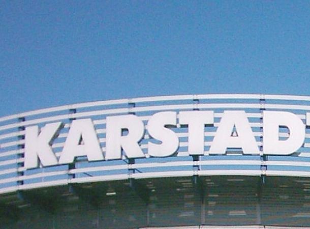 Karstadt will Mitarbeiter mit leistungsabhängiger Zahlung motivieren.