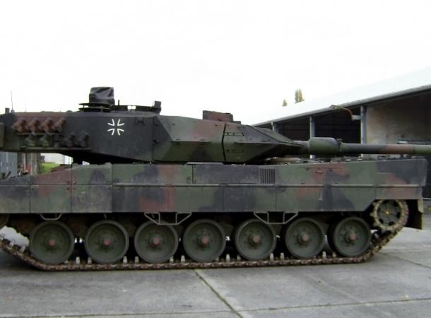 Die Leopard 2 Panzertests stoßen auf Kritik bei der Opposition.