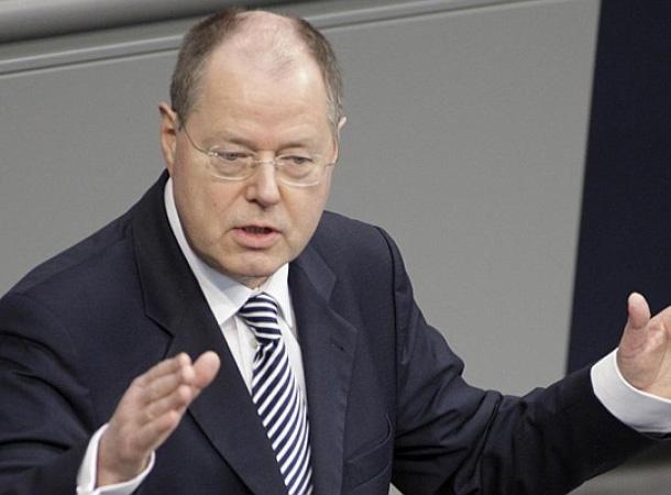 Peer Steinbrück kritisiert den Umgang der italienischen Regierung mit der Finanz- und Schuldekrise.