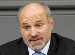 Rainer Arnold kritisiert freiwillige Wehrdienst