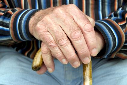 Eine Rentnerin überfiel eine Bank, da sie sich mit Brennholz für den Winter ausrüsten wollte