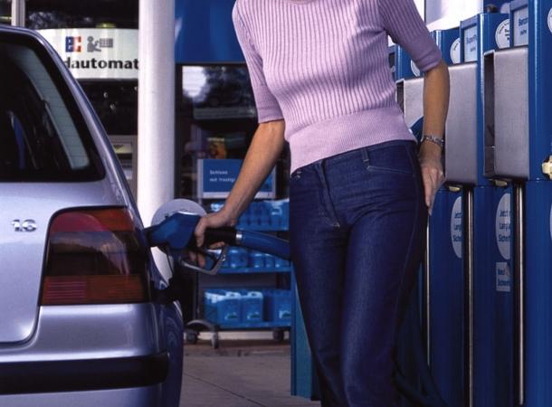 Schlechte Nachrichten für Autofahrer: Die Kosten für Autofahren werden höher.