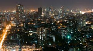 In der Stadt Mumbai in Indien wurden drei Terroranschläge ausgeübt - mindestens 20 Menschen starben.