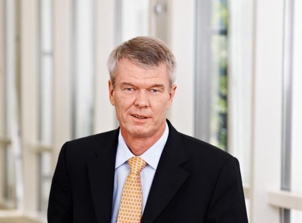 Der Chef der DZ Bank sieht Deutschland von der Euro-Krise bedroht.
