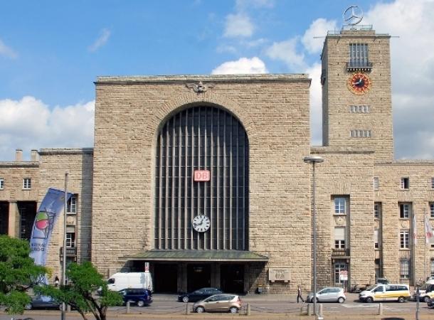 Zug im Stuttgarter Hauptbahnhof entgleist